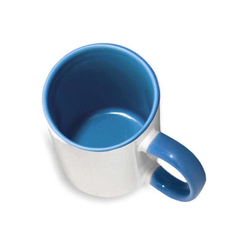 Белая чашка с цветной ручкой и в нутри.